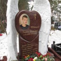 На фото детский памятник на заказ. Высота памятника мальчику - 180 см. Заказать детский памятник - можно с сайта: https://www.grand-ritual.kiev.ua