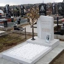 Индивидуальный памятник женщине. Фото памятника на кладбище.