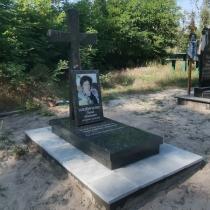 Памятник с крестом на заказ. Высота памятника на заказ - 140 см.