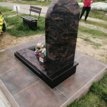 Памятник из гранита Аврора фото.