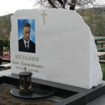 Памятник из мрамора с цветным портретом на фарфоре. Размеры памятника из мрамора 120 х 80 х 36 см. Фото индивидуального памятника из обапола после установки на кладбище.