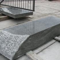 Изготовление колонны из рваного камня фото. Размер колонны для памятника: 2150 х 600 х 400 мм. Цена колонны из рваного камня, согласно 3д проекта памятника.