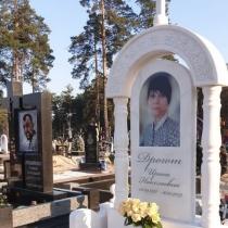 Памятник на заказ с портретом в стекле. Изготовление мраморных памятников в Киеве.