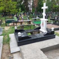 Фото памятника на заказ в форме креста. Высота индивидуального памятника  - 2 м.