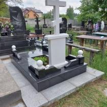 Обратная сторона памятника на заказ. Памятник на заказ в форме креста.