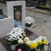 Детский памятник под заказ. Высота детского памятника - 115 см. Цена памятника ребёнку - доступна.