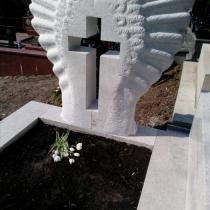 Памятник под заказ из белого гранита индивидуальной работы. Цена памятника на заказ - согласно утверждённого проекта.
