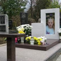 Памятник ребёнку под заказ. Фото детского памятника на кладбище. Установка памятника в Киеве.