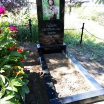 Фото памятника на кладбище. Установленный памятник с цветной фотографией. Цена памятника с цветным портретом - 12 тыс. грн.