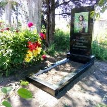Фото памятника на могиле. Памятник с цветной фотографией. Высота установленного памятника, 140 см.