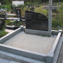 На фото памятник с крестом. Размер памятника с крестом: 120 х 96 х 10 см. Цена памятника в Киеве - доступна.