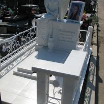 Памятник по индивидуальному заказу. Высота скульптуры девушки - 176 см. Цена скульптуры ангела - доступна.