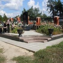 Фото памятника по индивидуальному проекту. Изготовление памятников из гранита в Киеве по доступным ценам. Разработка 3д дизайна ритуального комплекса.