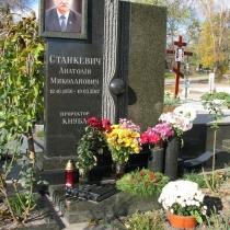 Фото памятника мужчине. Размеры мужского памятника - по проекту. Цена памятника - доступна.