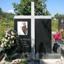 Эксклюзивный крест из гранита с цветным портретом. Фото памятника сразу после установки на кладбище.