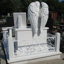 Обратная сторона памятника. Эксклюзивный памятник с ангелом. Стоимость памятника с ангелом - доступна.