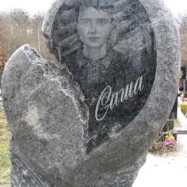 Детский памятник в форме сердца. Фото памятника после изготовления, качественный памятник ребёнку. Заказать детский памятник, по доступной цене, можно в нашем офисе в г. Киеве.