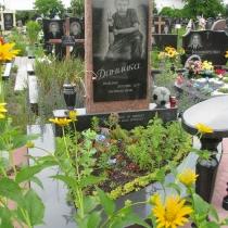 На фото памятник ребёнку с портретом. Фото детского памятника на кладбище в Киеве. Заказать детский памятник в Киеве, можно в нашем офисе. Доступная цена памятника со скульптурой 19 тыс. грн.