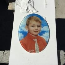Цветной овал в памятнике мальчику. Памятник ребёнку с цветным портретом. Высота памятника мальчику - 96 см.