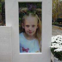Памятник ребёнку на заказ. Размер детского памятника: 115 х 70 х 9 см. Цена памятника ребёнку - доступная.
