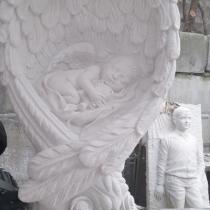 Детский памятник со скульптурой. Цена детского памятника - доступная.