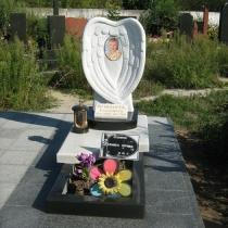 Установленный детский памятник на кладбище. Доступная цена памятников детям из мрамора.