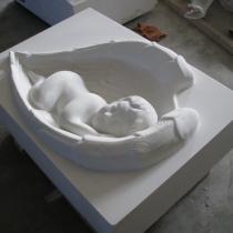 На фото детский памятник из белого мрамора, изготовлен в цеху компании Гранд - Ритуал сегодня. Размер памятника, согласно проекта: 90 х 60 х 30 см. Заказать памятник ребёнку в Киеве, можно в офисе компании. Доступная цена памятника $4,5 тыс.