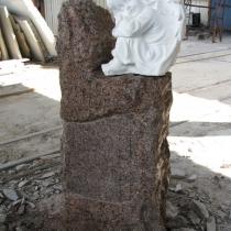 Детский памятник с ангелом. Размеры детского памятника: 105 х 48 х 30 см. Цена памятника для малыша - 16 тыс. грн.