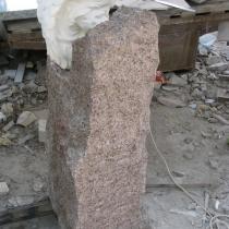 Обратная сторона памятника. Ширина памятника ребёнку - 48 см. Толщина детского памятника - 30 см.