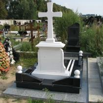 Вариант памятника с крестом. На фото обратная сторона памятника. Высота памятника с крестом - 195 см. Цена памятника с крестом - $4 тыс.