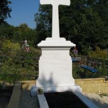 Крест из белого мрамора, фото нового памятника на кладбище. Купить мраморный крест со скидкой недорого, можно со склада СПД Прядко в Киеве. Доступная цена памятника, согласно разработанного проекта.