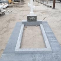 Фото памятника в форме креста. Изготовление креста из мрамора.