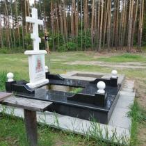 Памятник из мрамора с крестом . Заказать памятник из мрамора - можно с сайта: https://www.grand-ritual.kiev.ua