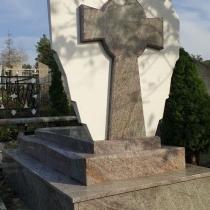 Фото креста из мрамора. Обратная сторона мраморного креста.