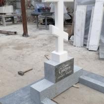 Заказать памятник с крестом - можно в Магазине Ритуальной скульптуры в Киеве.