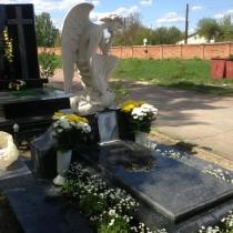 Установка ангела на кладбище. Изготовление ангелов под заказ в Киеве. Продажа авторской скульптуры с гарантией 10 лет.