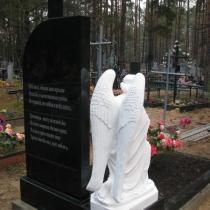 Ритуальный комплекс со скульптурой. Фото молящегося ангела после установки на кладбище. Цена памятника, со скульптурой под ключ 70 тыс. грн.