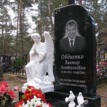 Памятник со скульптурой молящегося ангела. Авторский памятник после установки на кладбище. Цена ритуального комплекса со скульптурой, под ключ 70 тыс. грн.