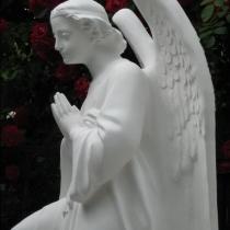 Скульптура ангела из белого бетона. Высота 110 см., основа 36 х 53 см., вес 195 кг., цена скульптуры 39 тыс. грн. Фото ангела на складе.