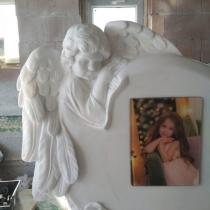 Барельеф ангела на памятнике. Изготовление памятников с барельефами в Киеве.