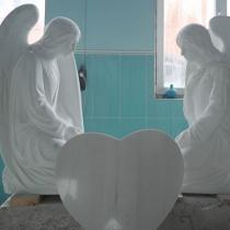 Скульптура ангелов из мрамора; высота скульптуры ангелов - 120 см. Доступная цена ангелов из мрамора.