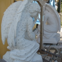 Фото фигуры ангелов из мрамора. Высота фигуры ангела - 110 см. Цена ангелов - согласно проекта.