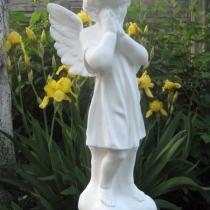 Купить ангела для памятника сегодня по цене 5 тыс. грн. - можно в Магазине скульптуры в Киеве.