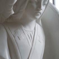 Фото ангела из мрамора. Высота скульптуры ангела из белого мрамора - 120 см.