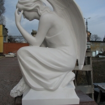 Высота ангела - 85 см. Цена ангела - доступна. Сегодня есть в наличии на складе в Киеве.