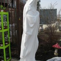Скульптура Богородицы для кладбища; фото статуи сразу после изготовления. Размеры статуи Богородицы: высота 180 см., основа скульптуры 50 х 40 см., вес 370 кг. Доступная цена скульптуры Божьей Матери 46 тыс. грн