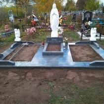 Памятник с Божьей Матерью и ангелами. Размер скульптуры для памятника - согласно проекта.