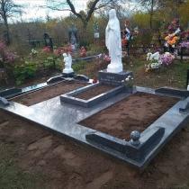 Скульптура Богородицы с ангелами. Стоимость скульптуры для памятника - доступна.