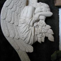 Фото скульптуры ангела с цветами для памятника. Высота барельефа ангела на памятник - 75 см. Стоимость барельефа ангела на памятник - $350.