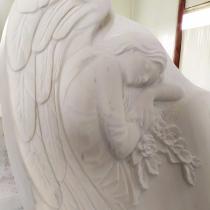 Фото памятника с ангелом. Изготовление скульптуры ангелов из мрамора в Киеве.